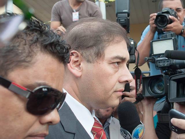 Prefeito Alcides Bernal (PP) durante sua chegada à Câmara Municipal na tarde de hoje<br />Foto: Marcelo Calazans