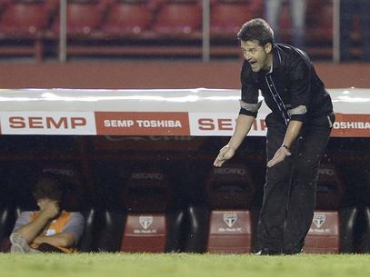 O zagueiro André Vinícius, o volante Gomes e o meia-atacante Giovanni estão de volta ao Corinthians. Por decisão do técnico Argel Fucks, a Portuguesa resolveu devolver o trio revelado nas categorias de base do time alvinegro, que estava emprestado des