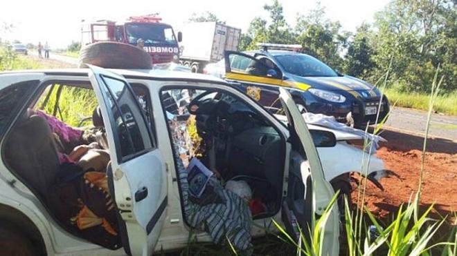 Colisão entre carro e carreta mata motorista e criança na BR-262<br />Foto: Perfil News