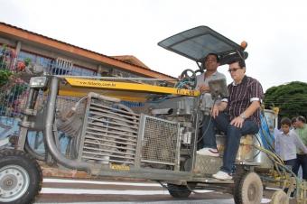 Olarte aproveitou para conhecer funcionamento do equipamento de sinalização<br />Foto: Deurico Ramos
