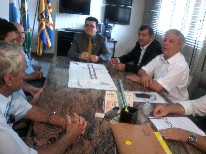 O prefeito da Capital realizou uma reunião na manhã de hoje, ressaltando a importância de construir a Cidade do Ônibus próximo da região das Moreninhas (Foto: Diana Christie)