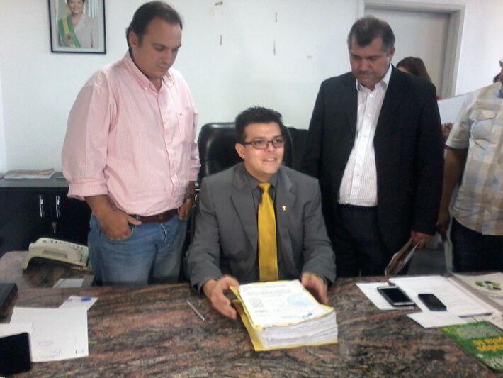 Gilmar Olarte (PP) aproveitou sua visita para Brasília, ressaltando a importância de reformar a Santa Casa (Foto: Marcelo Calazans)