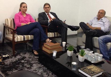 Após deixar a Câmara, Bernal se reuniu com o secretário de Governo, Pedro Chaves e com a secretária de Assistência Social, Thais Helena (Foto: Reprodução Facebook)
