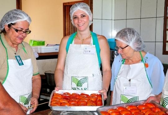 Processamento do tomate<br />Foto: Assessoria