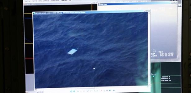 De acordo com a AASM (Autoridade Australiana de Segurança Marítima, AMSA na sigla em inglês), as primeiras imagens foram captadas por um avião neozelandês. Logo depois, outras quatro aeronaves de um total de dez aviões conseguiu fazer contato visual com o