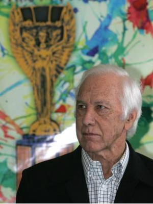 """Bellini foi internado na noite de quarta-feira (19 de março), no Hospital Nove de Julho, em São Paulo, aos 83 anos de idade. Ele sofria há mais de 10 anos com o Mal de Alzheimer.</p> <p style=""""text-align: justify"""">No mês passado, após ficar hospitalizado"""