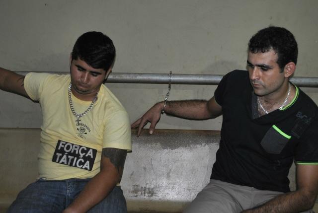 Éder (e) e Charllinton foram presos em flagrante (Foto: Osvaldo Duarte)