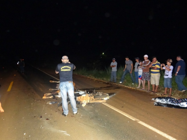 Acidente vitimou um jovem de 21 anos na madrugada de hoje - Fotos: Osvaldo Duarte