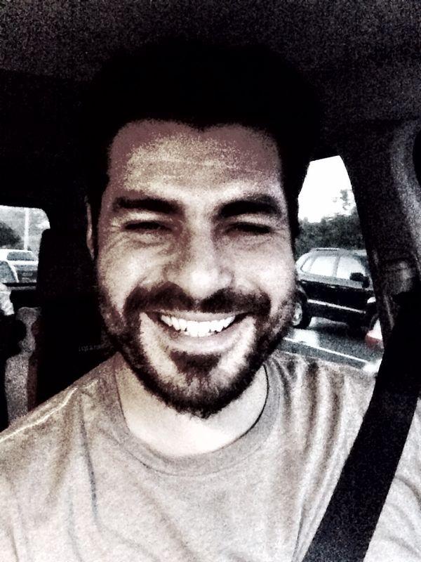 Gentilmente, o ator parou seu veículo após ser entrevistado pelo MS Notícias, tirou uma foto e criou um vídeo cumprimentando todos os internautas do MS Notícias (Foto: Thiago Lacerda)
