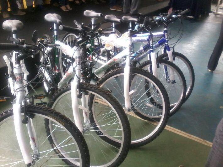 Os alunos serão contemplados com bicicletas e tablets (Foto: Tayná Biazus)