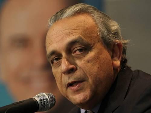 """Antes do encerramento, os senadores aprovaram um voto de pesar. O senador Alvaro Dias (PSDB-PR) lembrou que ele foi presidente nacional do PSDB. """"O Brasil, a Região Nordeste e, especialmente, o estado de Pernambuco perdem uma de suas mais significativas l"""