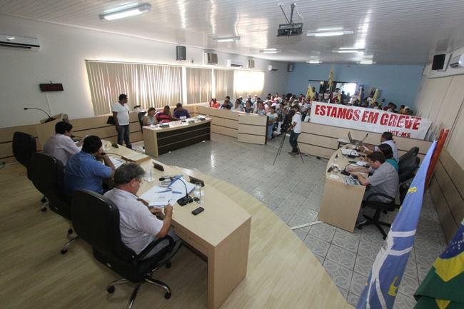 Trabalhadores do Marfrig na Câmara no dia 18<br />Foto: Toninho Ruiz