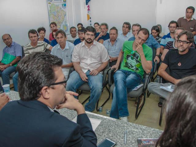 Reunião com integrantes do conselho de cultura<br />Foto: Marcelo Calazans