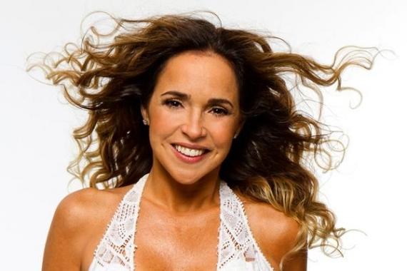 """A cantora baiana apresenta o show """"Pelada"""", interpretando sucessos dos seus 20 anos de carreira (Foto: Reprodução)"""