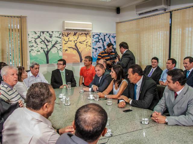 A reunião foi realizada na manhã de hoje na governadoria e o prefeito solicitou a ajuda do governador para disponibilizar mais remédios nos postos de saúde (Foto: Marcelo Calazans)