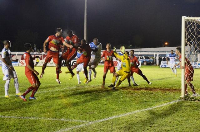 Sete de Dourados, do treinador Claudio Roberto, surpreendeu ao vencer o Ivinhema fora de casa por 2 a 1<br />Foto: Ivinotícias