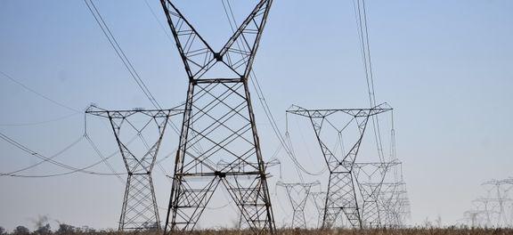 """A nota foi lida pelo secretário de Energia Elétrica, do Ministério de Minas e Energia, Ildo Grüdtner, que não respondeu às perguntas dos jornalistas, nem explicou por que o CMSE mudou o termo de """"baixíssima"""" para """"baixa"""" probabilidade.</p> <p style=""""text"""