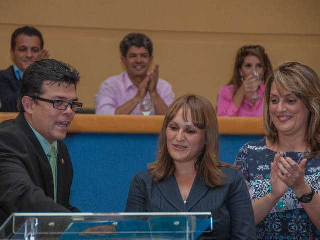 Secretaria Municipal de Juventude, Marineuza do Nascimento, assina seu termo de posse<br />Foto: Marcelo Calazans