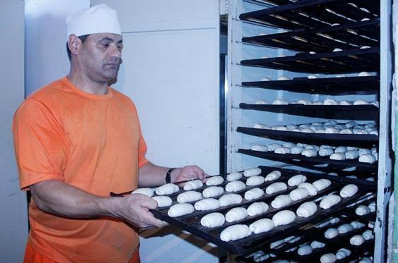 Os reedecandos participantes produzem 9,2 mil pães por semana e tem chance de remissão da pena<br />Foto: Divulgação