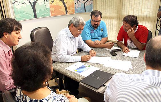 Assinatura dos decretos<br />Foto: Rachid Waqued/Assessoria