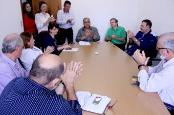 Reunião para firmar os convênios<br />Foto: Farid Fahed/Assessoria