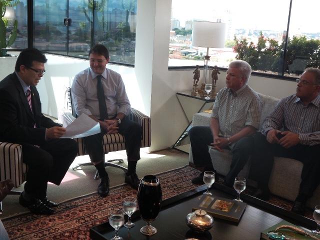 Prefeito Gilmar Olarte (PP), presidente da Fiems Sergio Longen e secretários Edil Albuquerque e André Scaff