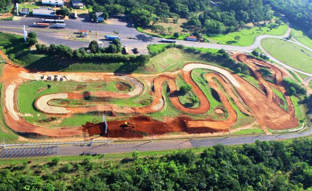 Pista do Arena Mix projetada por Paulo Caramez já está com 90% das obras concluída e deverá ser concluída na próxima quinta-feira<br />Foto: Marcelo Rodrigues