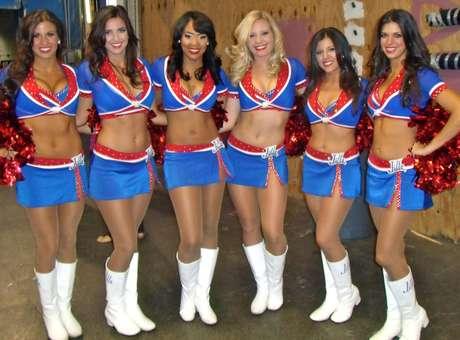 Cinco ex-cheerleaders do Buffalo Bills, uma das franquias mais tradicionais da NFL (Liga Nacional de Futebol Americano), abriram um processo contra a equipe, nesta terça-feira. Elas alegam ter trabalhado por horas em jogos e eventos públicos sem receb