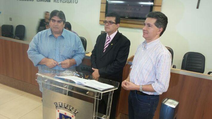 O prefeito de Campo Grande, Gilmar Olarte (PP) assinou o convênio ao lado do diretor-presidente do Detran-MS (Departamento Estadual de Trânsito), Carlos Henrique Santos Pereira e do diretor-presidente da Agetran (Agência Municipal de Transporte e Trânsit