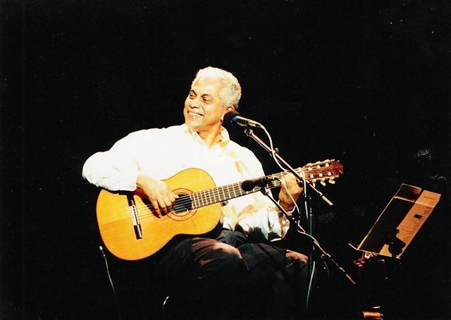 Um dos melhores cantores e compositores do samba e MPB, Paulinho da Viola promete interpretar grandes canções na Capital - Foto: Divulgação