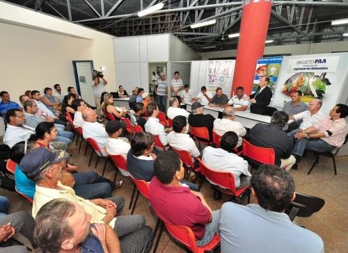 Delegado da Agricultura do Estado participou de reunião com produtores na Prefeitura (Foto: Assessoria)