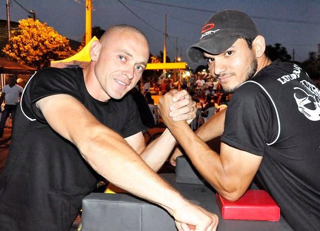 Atletas de luta de braço buscam apoio para disputar campeonato Brasileiro<br />Foto: Paula Lucia/Região News