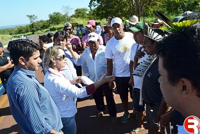 Familiares e amigos de pessoas falecidas em acidentes na BR-060, trancaram a rodovia próximo a Nioaque, na região da Serra de Maracaju. O local escolhido da paralisação foi nas imediações de onde ocorreram nos dias 25 e 26 de abril dois acidentes com