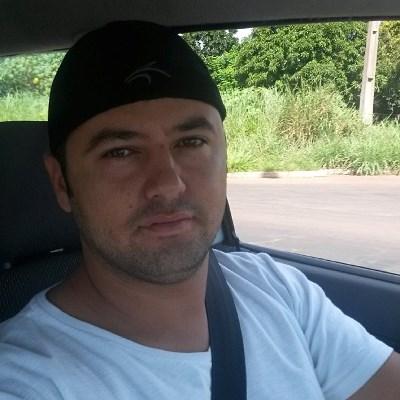 """A família Paredes de Souza vive um momento de agonia, pois Leonidas José de Souza Junior, de 28 anos está desaparecido desde a noite de ontem. Ele foi visto pela última vez na próximo do bairro Oscar Salazar, em Campo Grande.</p> <p style=""""text-align: ju"""