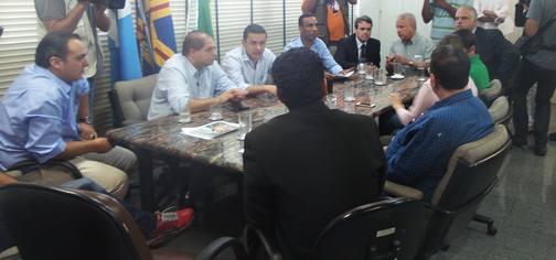 Reunião no Gabinete do Prefeito na manhã de hoje<br />Foto: Tayná Biazus