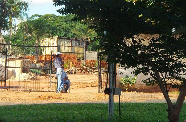 Foto do depósito Bueno aberto depois de ter sido interditado pela prefeitura