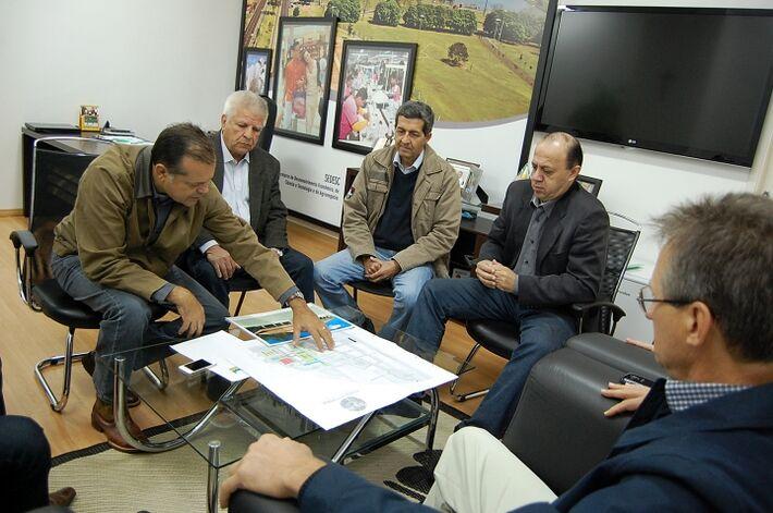 Francisco Maia, Edil Albuquerque, João alberto e Marcos Cristaldo durante discussão da Cidade Agropecuária<br />Foto: Assessoria/Marlon Ganassin