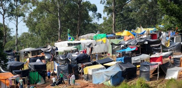 """Trabalhadores sem-teto de São Paulo montam acampamento """"Copa do Povo"""" a 4 km do Itaquerão<br />Foto: Agência UOL"""