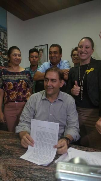 """<p style=""""text-align: justify;"""">O prefeito Alcides Bernal (PP), anunciou neste momento que amanhã irá anunciar os nomes dos secretários, para na segunda-feira fazer a nomeação de todos.</p> <p style=""""text-align: justify;"""">Em relação a secretários como"""