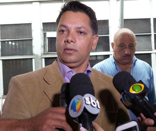 O delegado Fernando Nogueira afirmou que algumas portas da prefeitura foram arrombadas - Foto: Tayná Biazus
