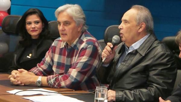 Encontro regional do PR. Na mesa, vereadora Grazielle Machado, senador Delcídio do Amaral (PT) e deputado estadual, Londres Machado<br />Foto: Dany Nascimento