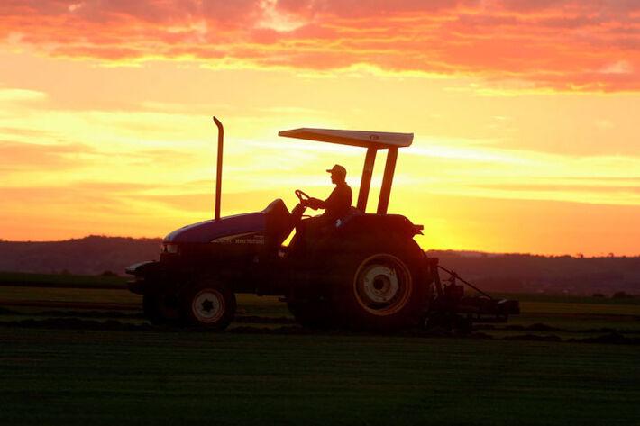 O Conselho Monetário Nacional (CMN) ajustou as normas de financiamento de custeio, de investimento e de comercialização com recursos controlados e livres do crédito rural a partir de 1º de julho de 2014. O CMN definiu que o penhor rural, agrícola ou pecuá