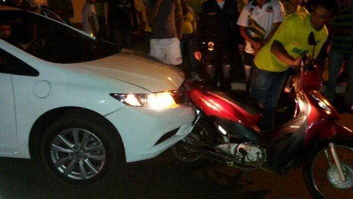 """</p> <p style=""""text-align: justify;"""">Na noite da última segunda-feira, a esposa do vereador Cícero dos Santos, o Cicinho do PT, presidente da Câmara Municipal de Vereadores de Naviraí, se envolveu em um acidente de trânsito no município e atropelou duas"""