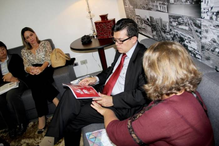 Prefeito Gilmar Olarte com organizadores da Festa de Centenário da Ferrovia em Campo Grande