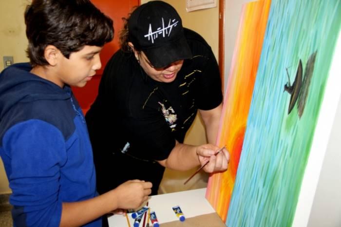 Artistas ensinam várias técnicas para os alunos<br />Foto: Assessoria