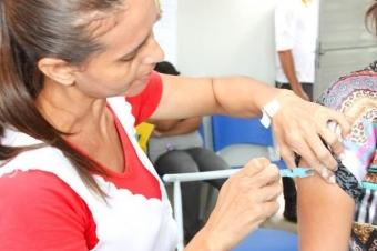 Para quem ainda não garantiu a imunização, a vacinação é realizada em todas as 64 unidades básicas de saúde da Capital, que funcionam das 7h às 11h e das 13h às 17h. Aos finais de semanas, a vacinação acontece no mesmo horário nos CRS (Centros Regiona