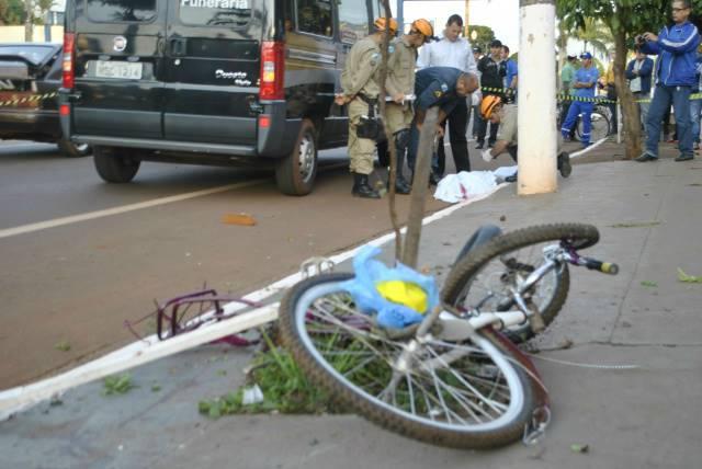 No dia 31 de maio, Davi Rosa da Silva, 19, foi atropelado e morto enquanto seguia de bicicleta para o trabalho<br />Foto: Dourados News/Osvaldo Duarte