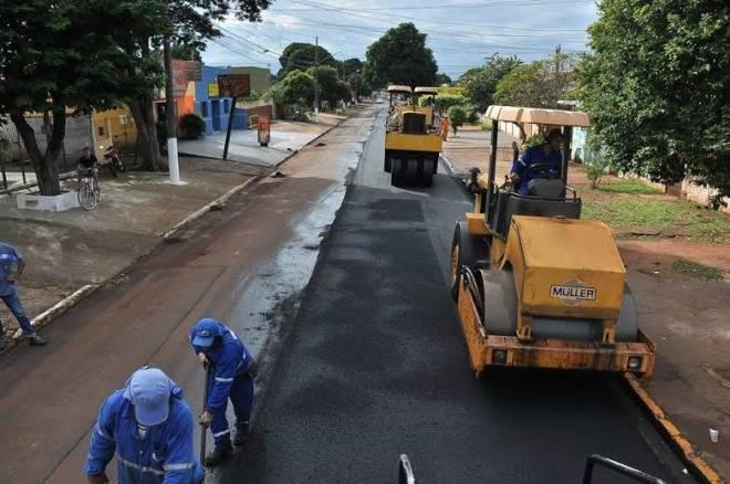 Prefeitura de Dourados intensifica recapeamento; atualmente serviço é feito na Presidente Vargas e W-5<br />Crédito: A. Frota?