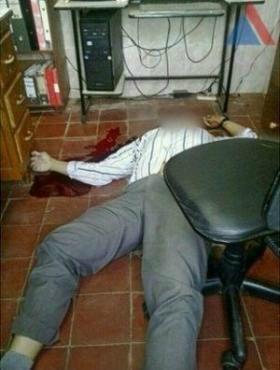 """Um jornalista morreu após ser baleado na noite da sexta (20) na cidade paraguaia de Concepcion à 215 km de Pedro Juan Caballero, cidade que faz divisa com Ponta Porã.  Segundo informações da """"Rádio Amambay AM 570"""", pistoleiros invadiram a residência"""