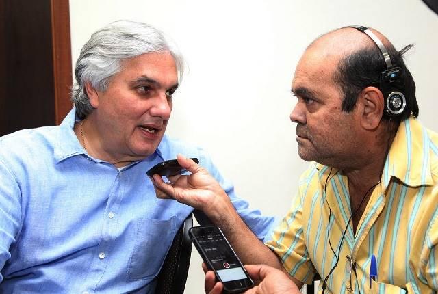 Pré-candidato do PT ao governo do Estado em entrevista à imprensa de Dourados<br />Foto: assessoria